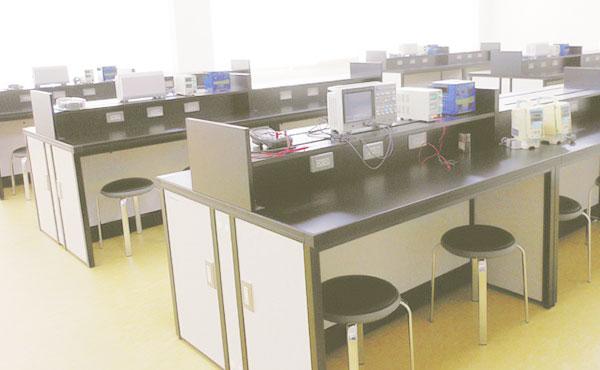 基礎工学実習室